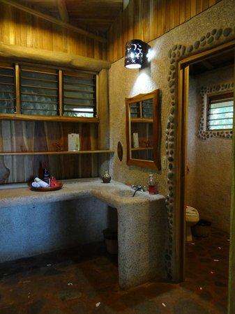 La Cusinga Eco Lodge: Bad Honneymoonsuite