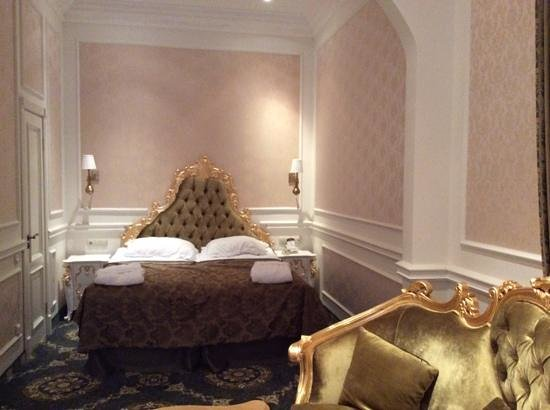 Royal Grand Hotel: the suite