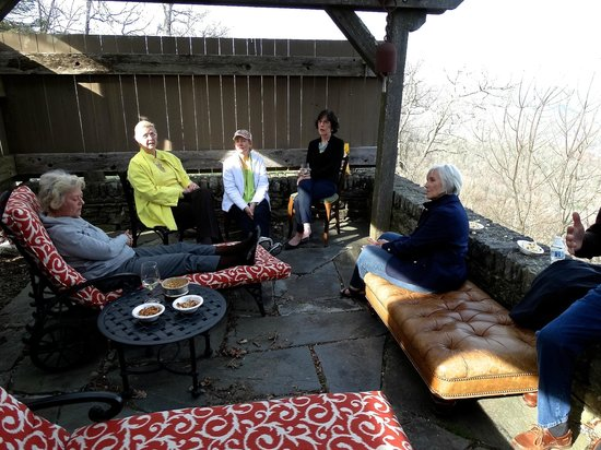 Gideon Ridge Inn: Patio, The Sunrise Suite