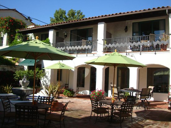 Spanish Garden Inn: Hotel courtyard