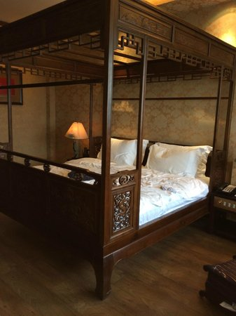 BuddhaZen Hotel: room with a 2 meter large bed