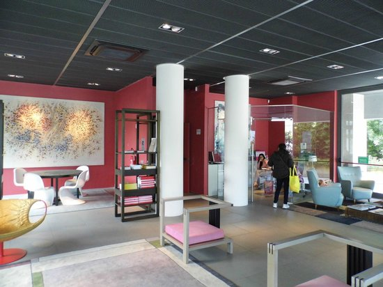 Zambala Luxury Residence: Foyer mit  Rezeption
