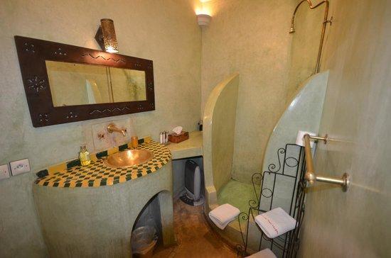Riad Les Trois Mages : Bathroom