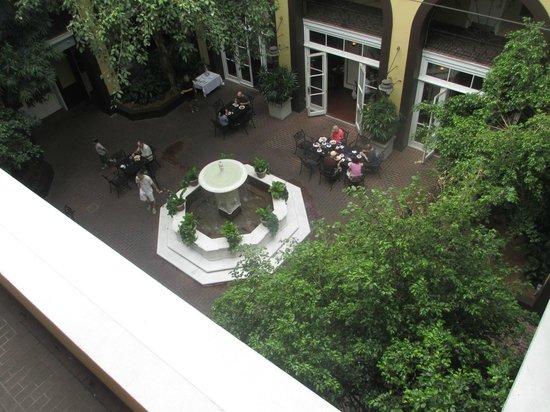 Hotel Mazarin: Beautiful courtyard.
