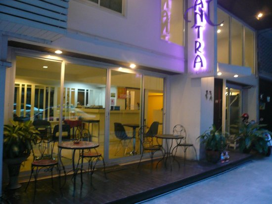 Nantra De Comfort: 朝食は入り口のカフェで