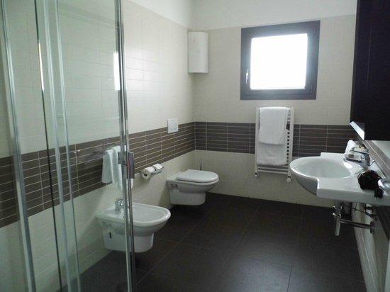 Zambala Luxury Residence: Badezimmer vom Eingang aus