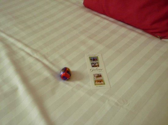Skeffington Arms Hotel : The left a Cadbury Egg on the bed :)