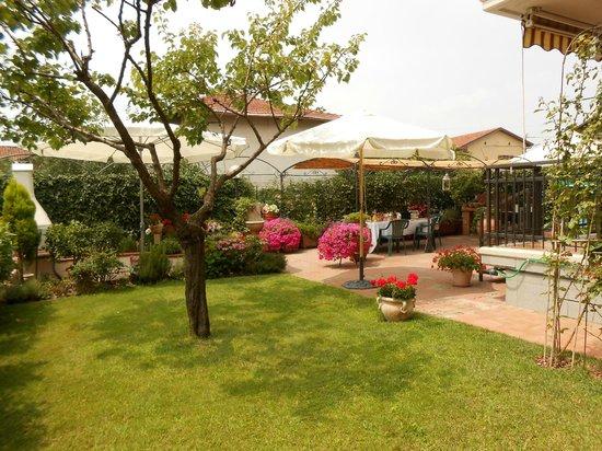 Moncalieri, Włochy: Il giardino B&B Anna ***  www.beb-anna.com