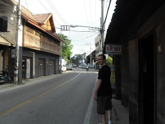 Baan Orapin Bed and Breakfast: Street