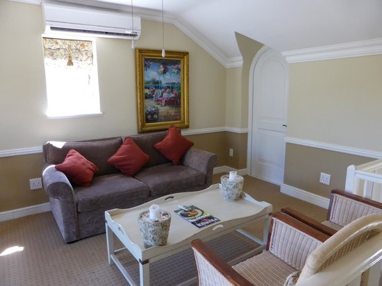 Franschhoek Country House & Villas: Upstairs lounge