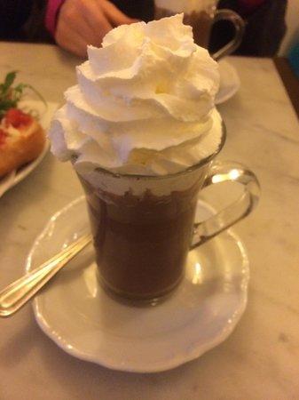 Caffe Degli Artisti : Cioccolato Caldo