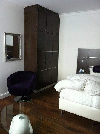 Central Hotel: Room 115