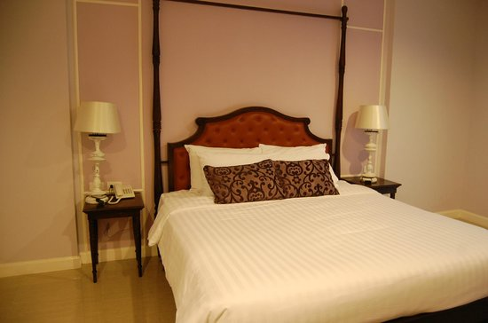 Kham Thana Hotel: chambre