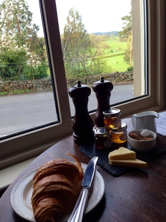 Cuckoo Brow Inn : Breakfast with a view