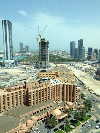 Sofitel Abu Dhabi Corniche: Luxury Seaview corner room (Eckzimmer) on 15. floor