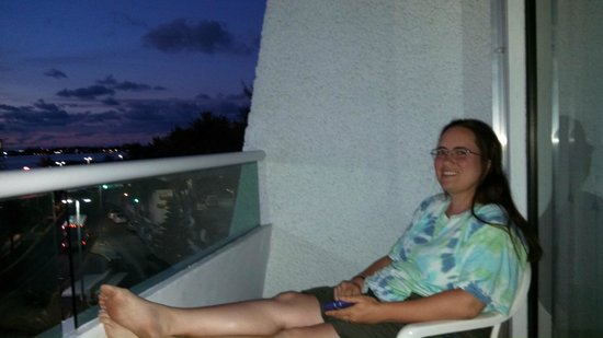 Flamingo Cancun Resort: at night on the balcony of our room