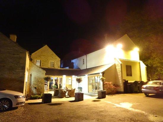 Wychwood Inn: Exterior shot