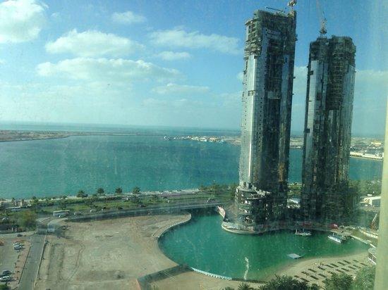 Sofitel Abu Dhabi Corniche: dirty view @Luxury corner room (Eckzimmer) on 15. floor
