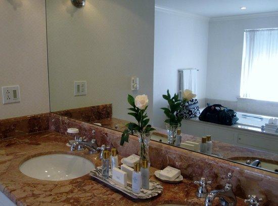 Williamsburg Inn: vanity
