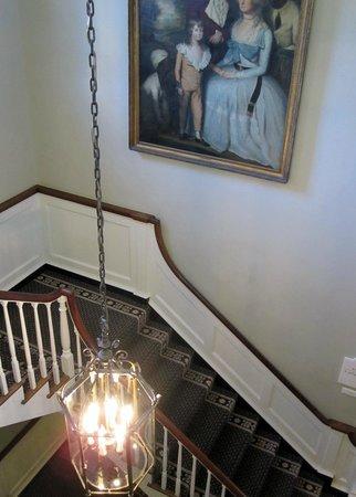 Williamsburg Inn: staircase