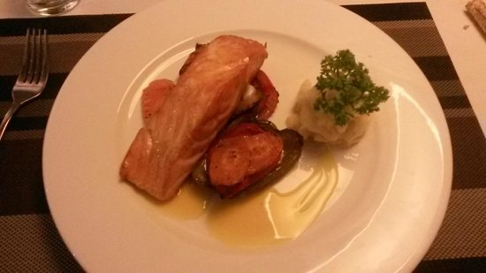 The Gourmet Corner Restaurant : Salmon - perfectly cooked!