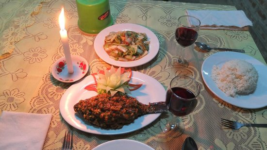 Gardenia Restaurant : Inle fish by candlelight