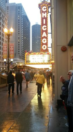 The Chicago Theatre : State Street