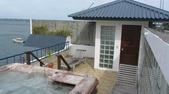 Manta Ray Bay Resort: Dachterrasse mit 2 privaten Liegen des Zimmer 301