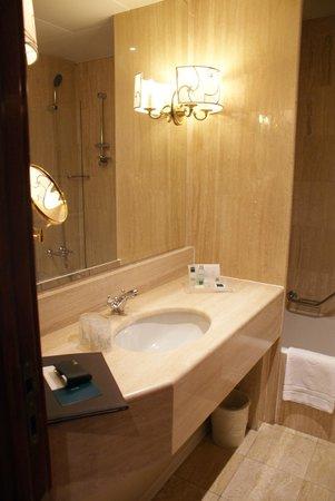 UNA Hotel Scandinavia: Bathroom