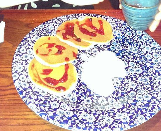 William Morris: pancake con gelato e salsa di frutta