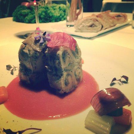 Shalai Restaurant : Uno dei gustosi antipasti: terrina di pollastrella in crosta di melanzane
