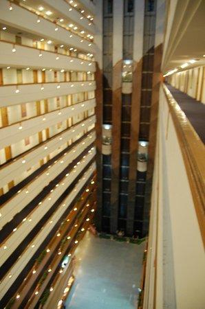 Lotus Hotel Pang Suan Kaew : couloirs et étages