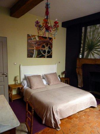 Luxury Flat in Dijon: Chambre avec un grand lit