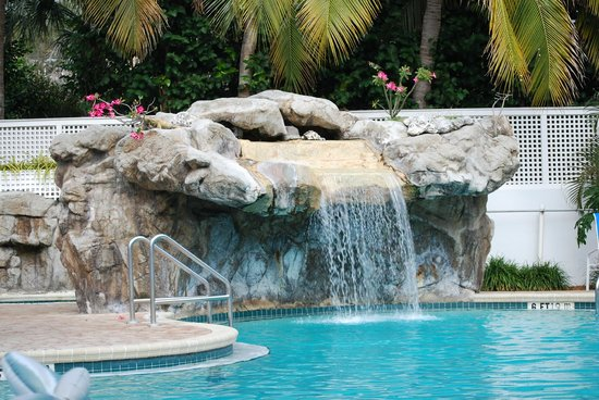 Sheraton Suites Key West: Waterfall at the pool