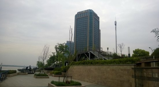 DoubleTree by Hilton Wuhu: Hotel from outside
