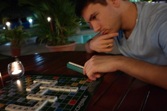 Bahia del Sol Beach Front Boutique Hotel: Playing Scrabble in the bar