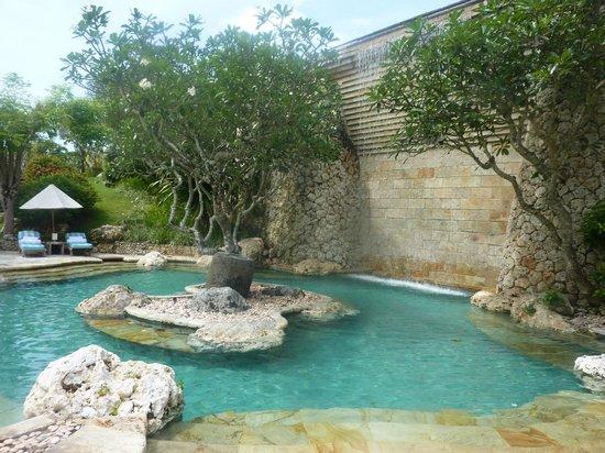 Four Seasons Resort Bali at Jimbaran Bay : бассейн