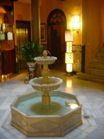 Reina Cristina Hotel: particolare hall 2