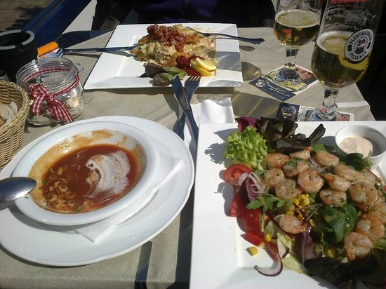 Restaurant Piet Henningsen: Tomato shrimp soup & meal shrimp salad