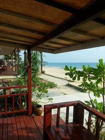Nakara Long Beach Resort, Koh Lanta : Beach front bungalow