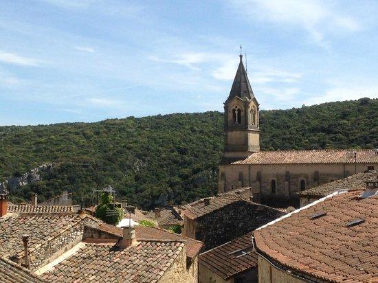 Hostellerie Le Castellas: Vue sur les toits de Collias