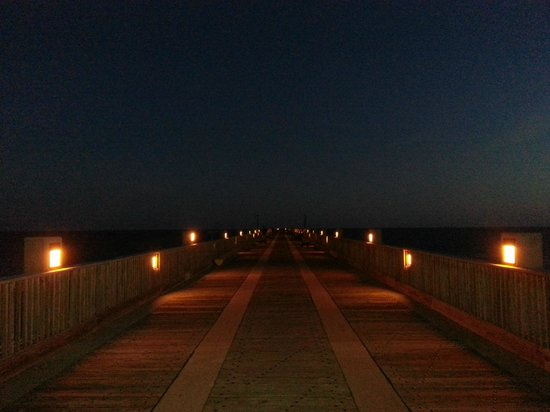 Holiday Inn Resort Pensacola Beach: Pier a noite