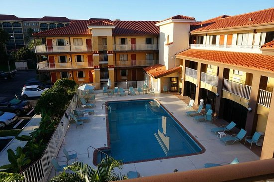 Quality Inn & Suites By The Parks: Piscina