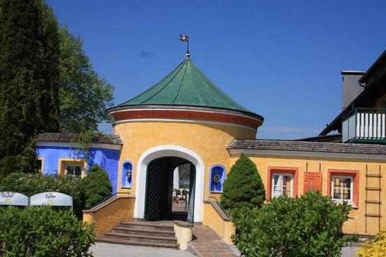 Gasthof Gastagwirt: ingresso terrazza da lontano