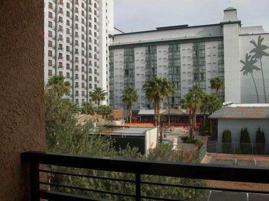 Desert Rose Resort : Balcony overlooks Hooters & Tropicana