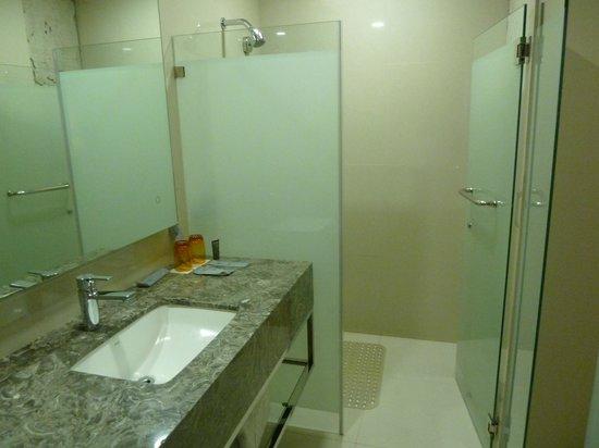 Hotel XYZ : The bathroom