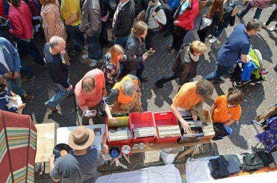 Hotel de Emauspoort: View below of shoppers from Vermeer Room