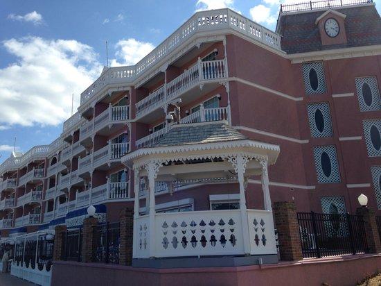 Boardwalk Plaza Hotel: Beachfront Bliss