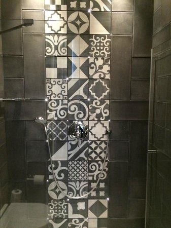 Hotel Fabric : Shower in room 4