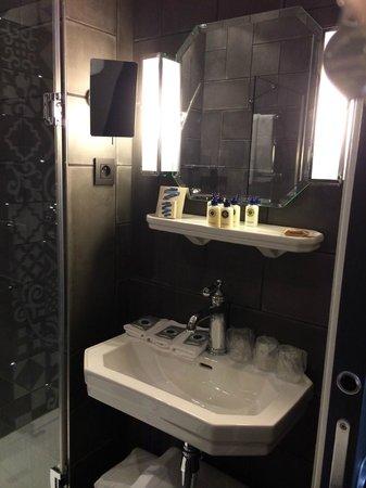 Hotel Fabric : Bath with L'Occitane toiletries